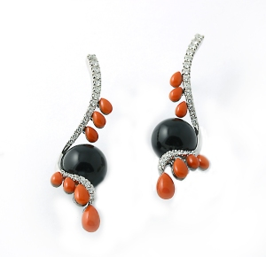 "18 kt. gold ""Tango"" earrings set with onyx, coral and diamonds"